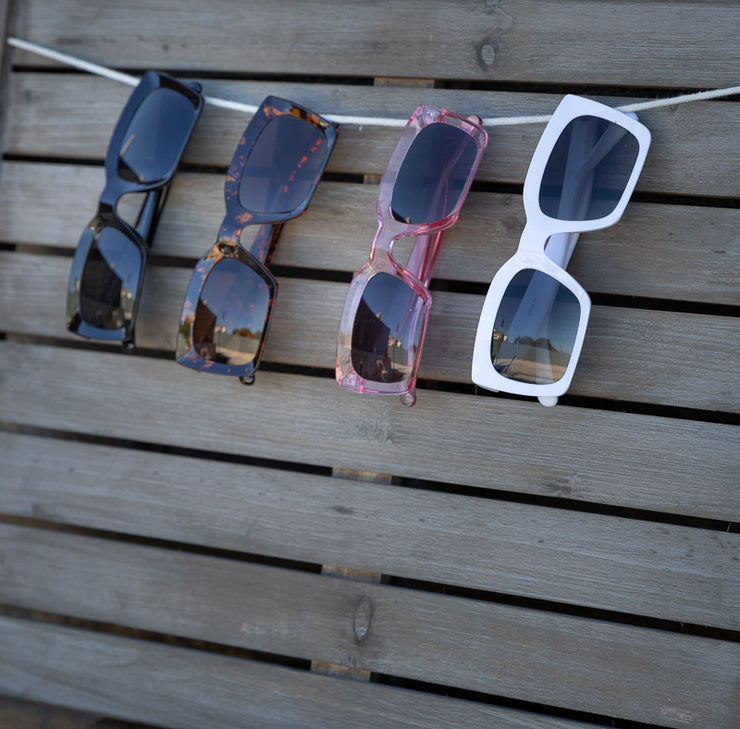 THICK FRAME SQUARE SUNNIES