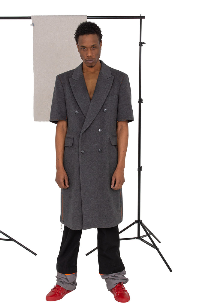 Sleveless overcoat