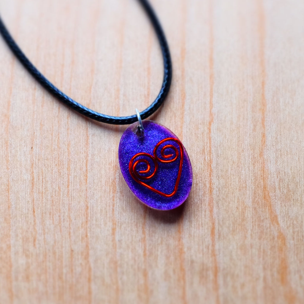 Wire Heart Resin Necklace - Grey Wolf | White Owl