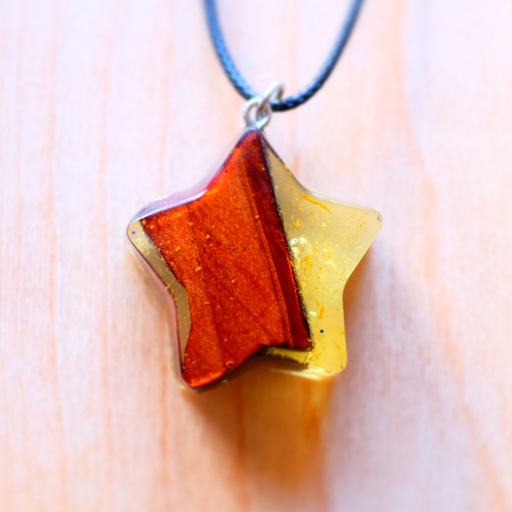 Yellow Resin Wood Star - Grey Wolf | White Owl