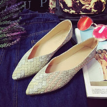 Shallow Mouth Pointed Flat Shoes Female Wild Casual Work Peas Women Flats Leather Weave Sexy