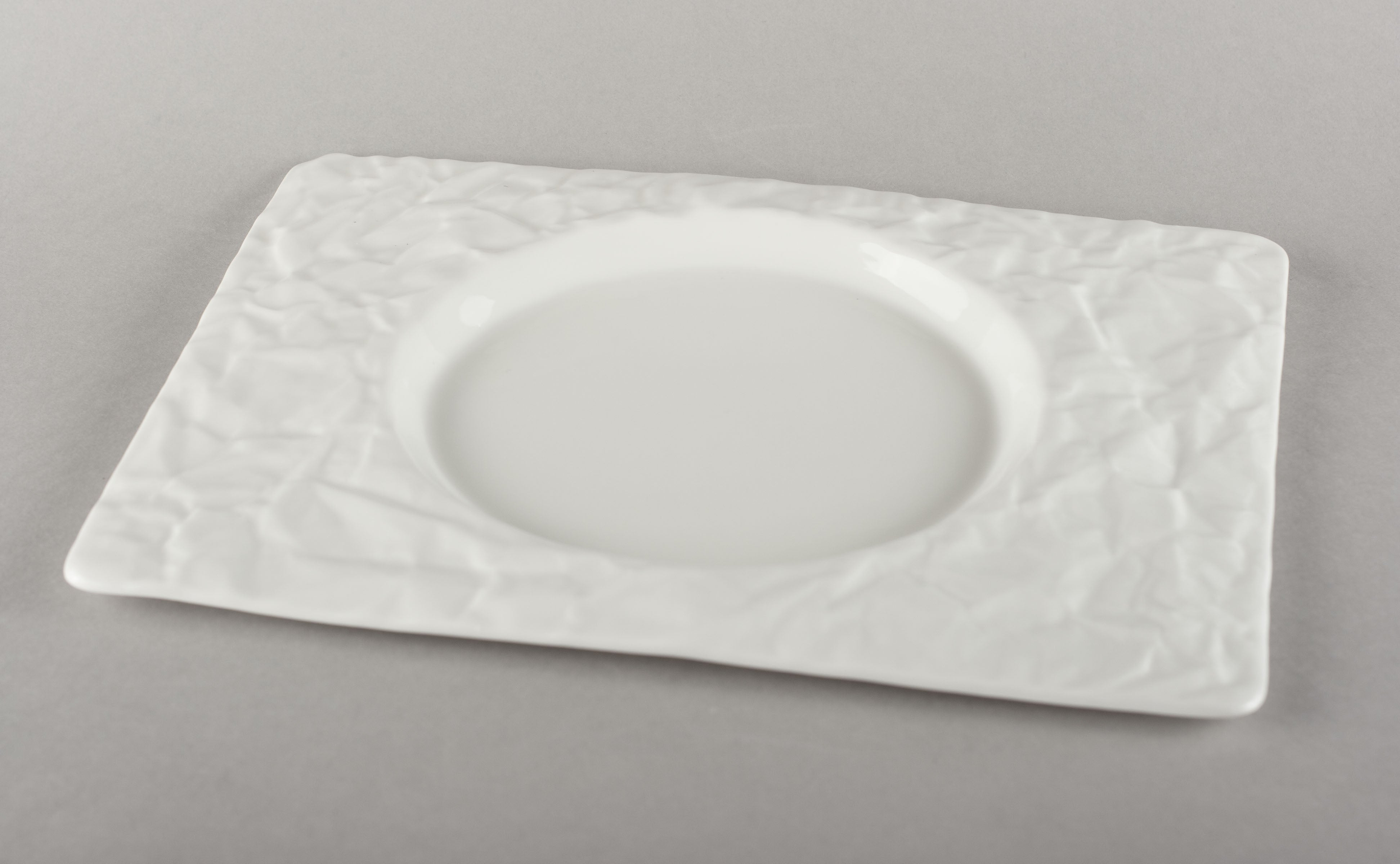 Porcelain Crumpled Lunch Plate/Circle