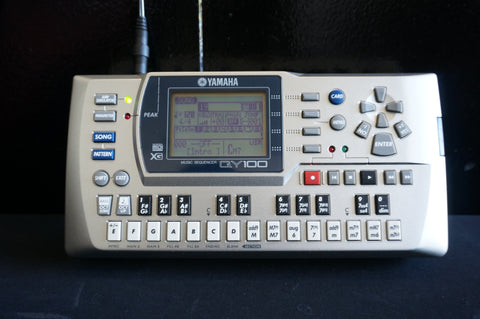 YAMAHA QY100 Portable Sequencer Arranger MIDI Sound Module Drum Machine w/ Case