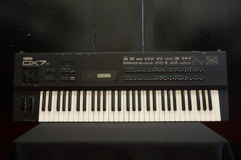 Yamaha DX7S Digital Polyphonic FM Synthesiser  - 100V