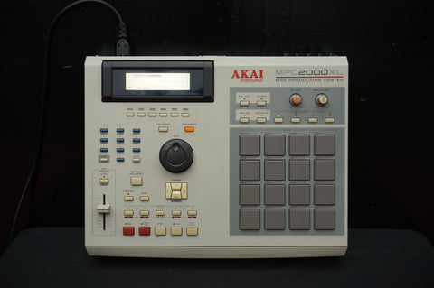 AKAI MPC 2000XL Sampler Sequencer Drum Machine MIDI Production Center White