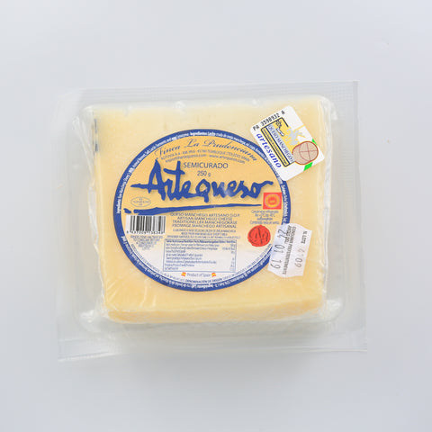 Manchego cheese wedge 250g