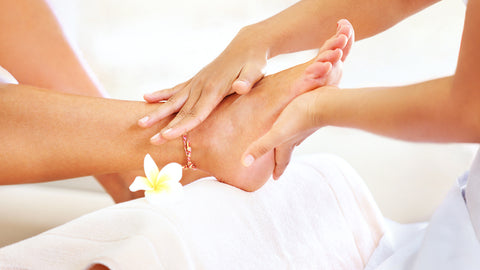 What's the Difference Between a Dry Pedicure and a Wet Pedicure?