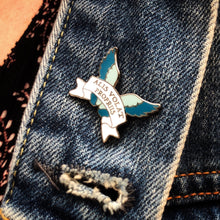 She Flies with her own Wings - Latin Motto - Enamel Pin