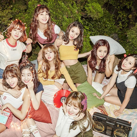 TWICE a Hit Attraction at KCON LA, Burst Out Laughing at Fan's T-Shirt