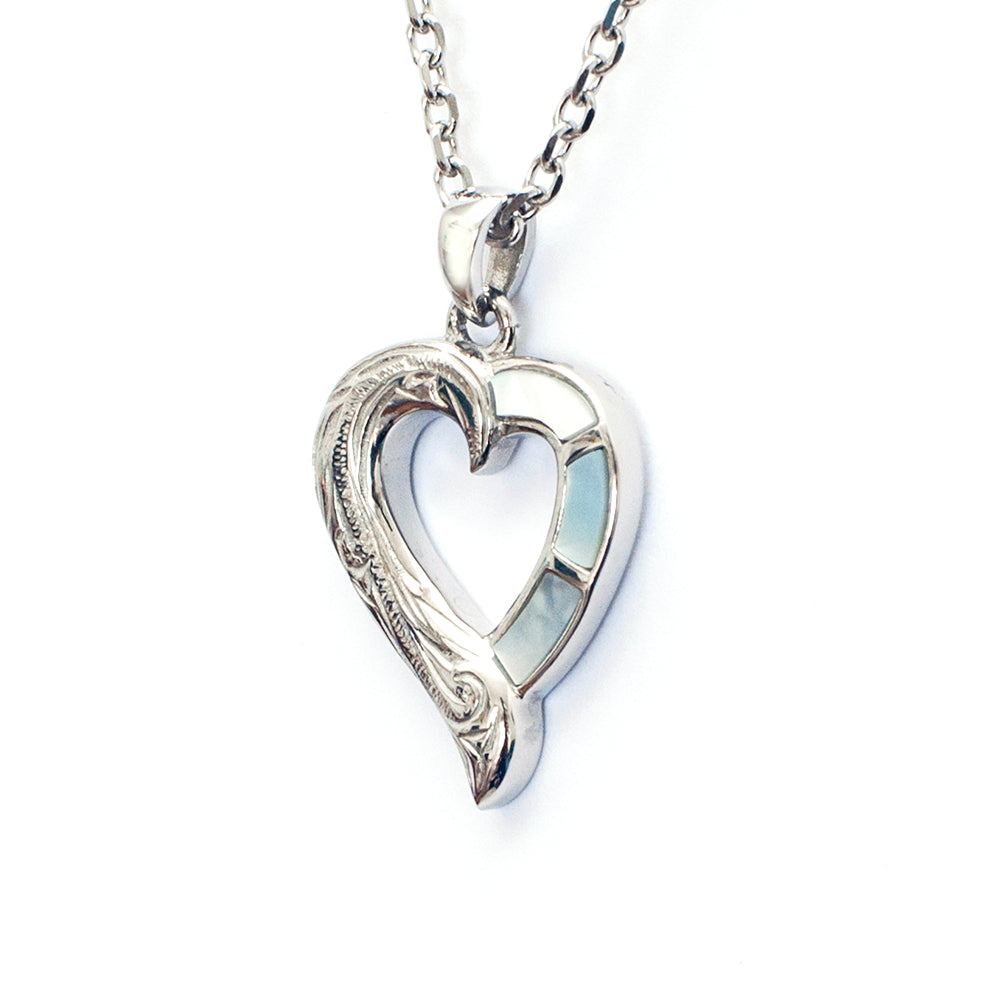 Nōia Heart Pendant white Seashell