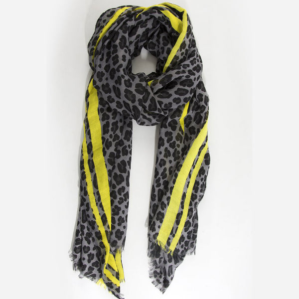 Leopard Print Scarf – Light grey with yellow stripe