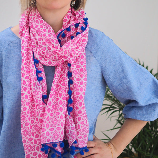 Patterned Pom Scarf (Pink/White)