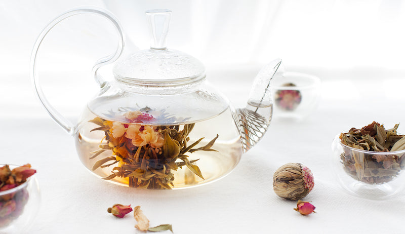 blooming tea, flowering tea, in pot with cups
