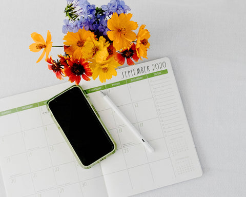 organization calendar with flowers