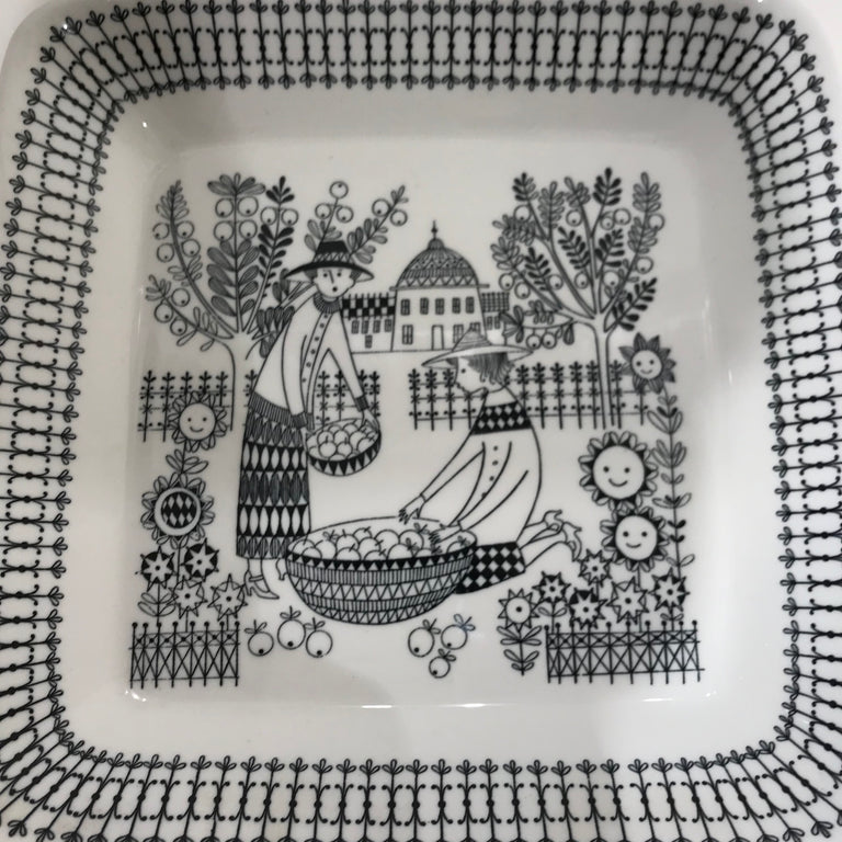 Vintage wall hanging plate by Arabia