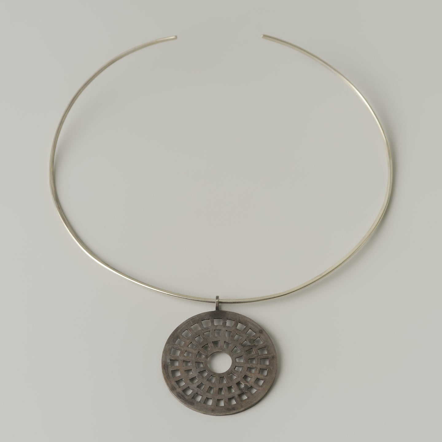 Round neckpiece (one of a kind)