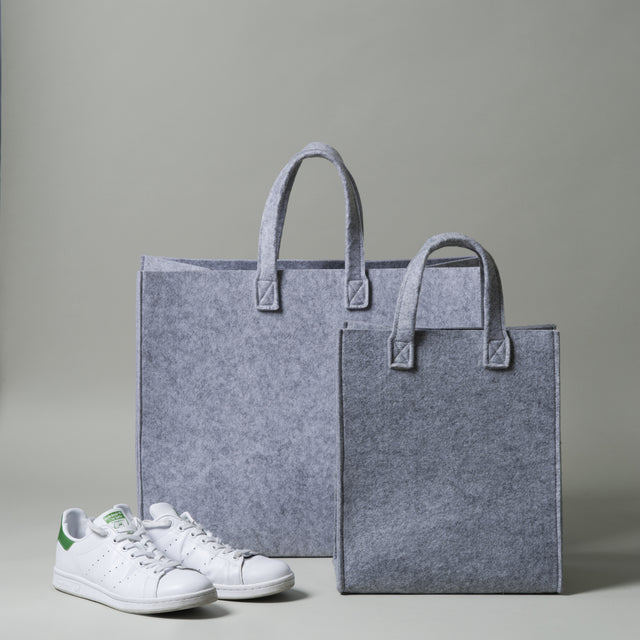 One large Meno bag and one Meno tote bag. Both these Iittala bags are grey and made of durable polyester felt.
