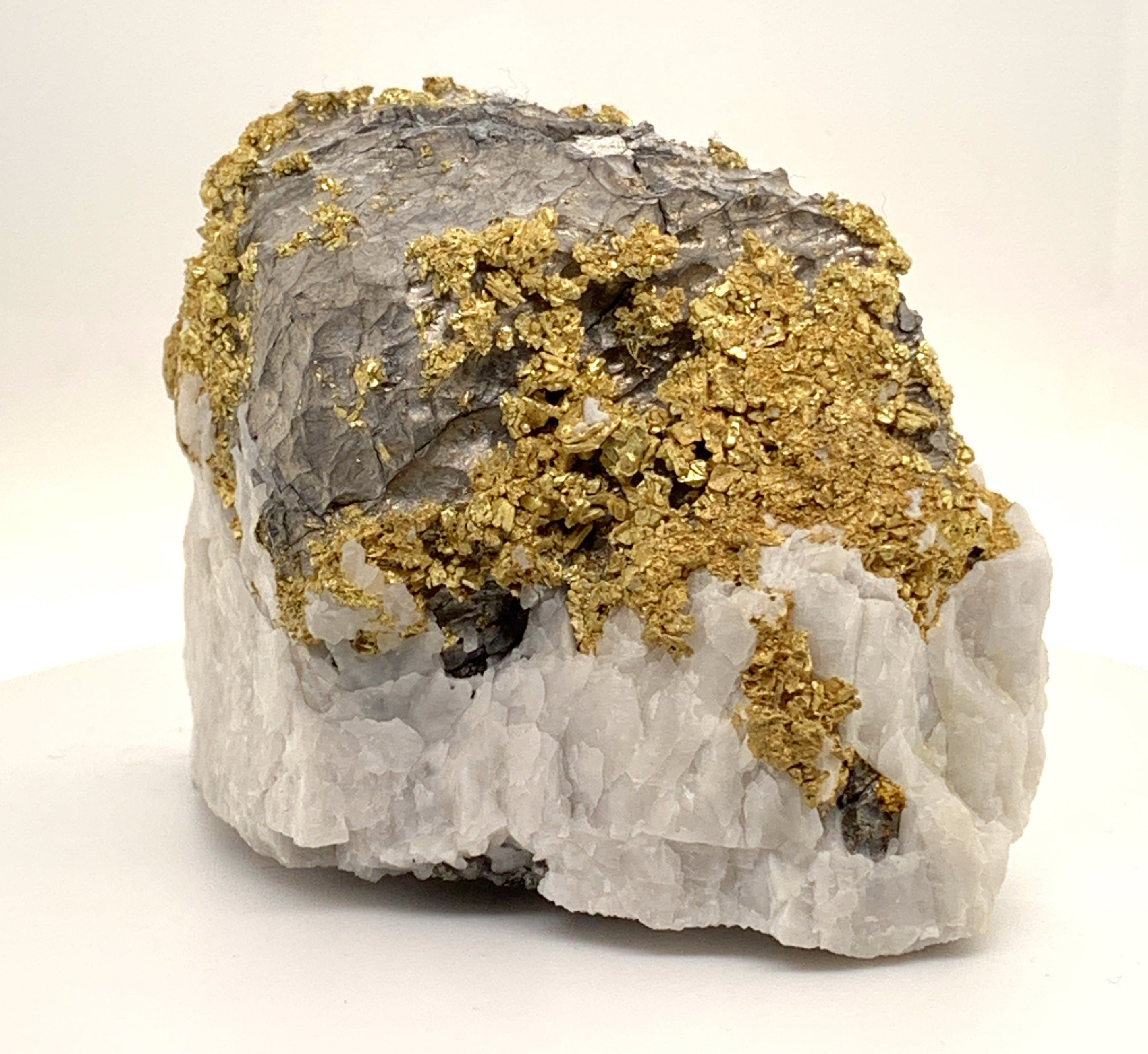 California Gold Bearing Quartz Rock  -Oriental Mine - Gross Wt 908.13 Grams Gold Wt 29.20 OZT