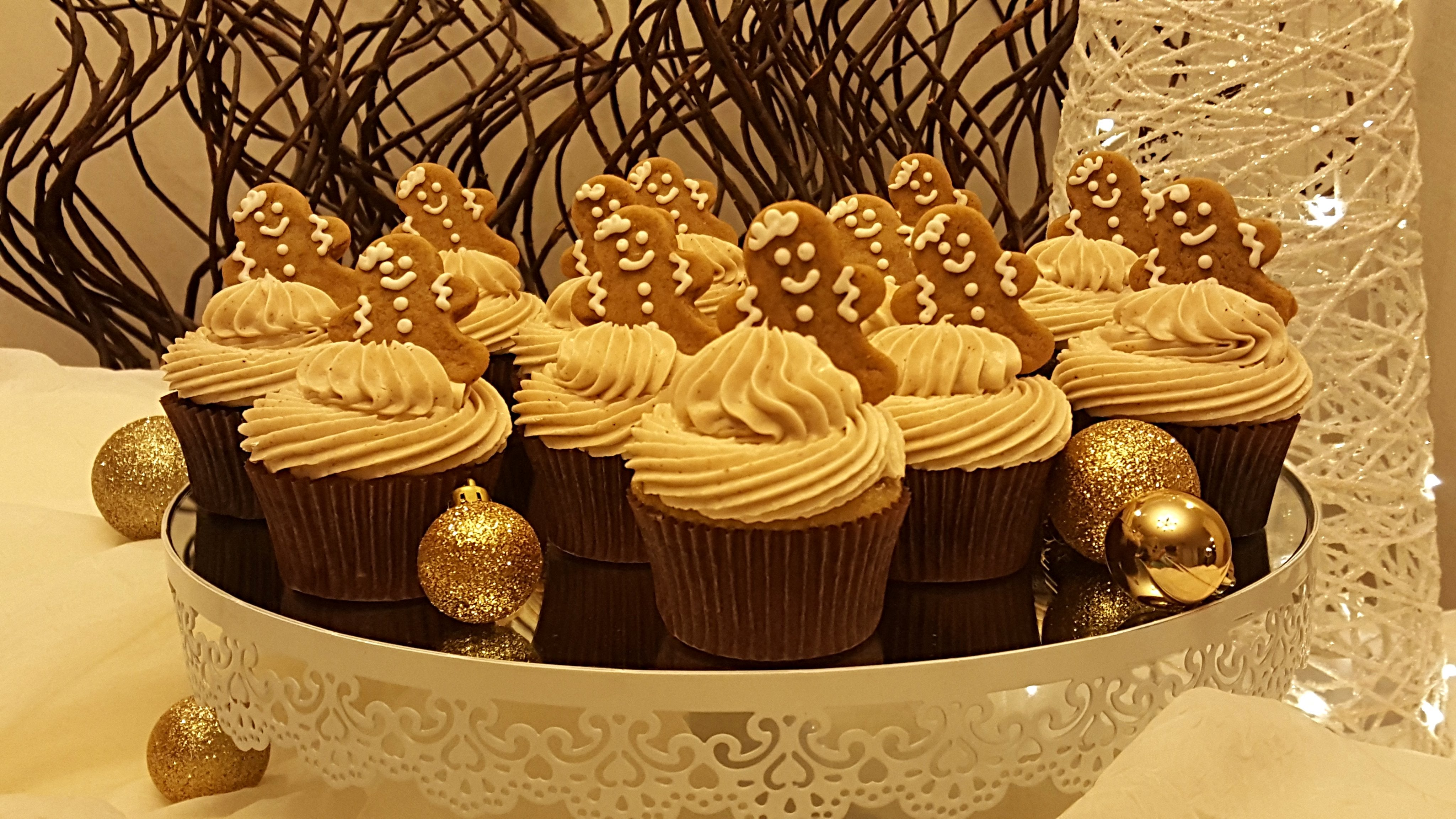 Luscious Desserts Classic Christmas Cupcakes