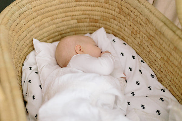 Moses Basket Ko-coon Natural - with BLACK hemp handles (2 weeks dispatch lead time)