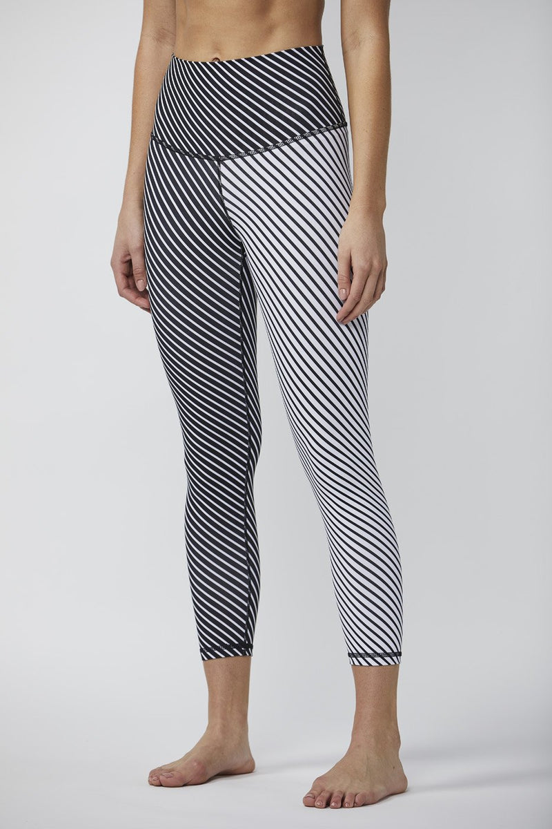 DYI BLACK & WHITE STRIP MIX 7/8 CROP