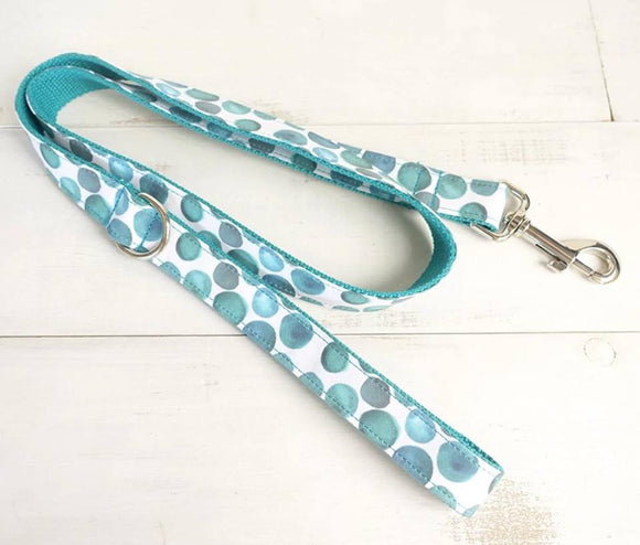 aqua patterned dog leash with metal fittings