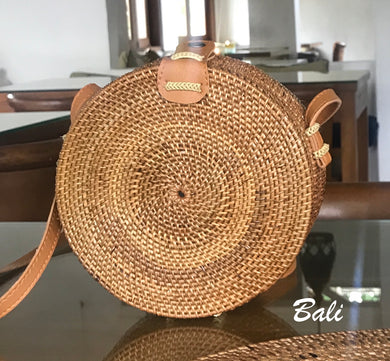 straw bag, basket, circle bag, handwoven
