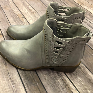 Detailed Ankle Bootie
