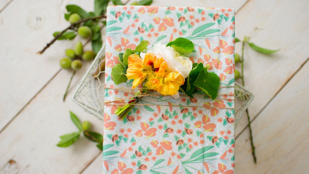 Flower Gift Topper - Creative Wrapping Idea