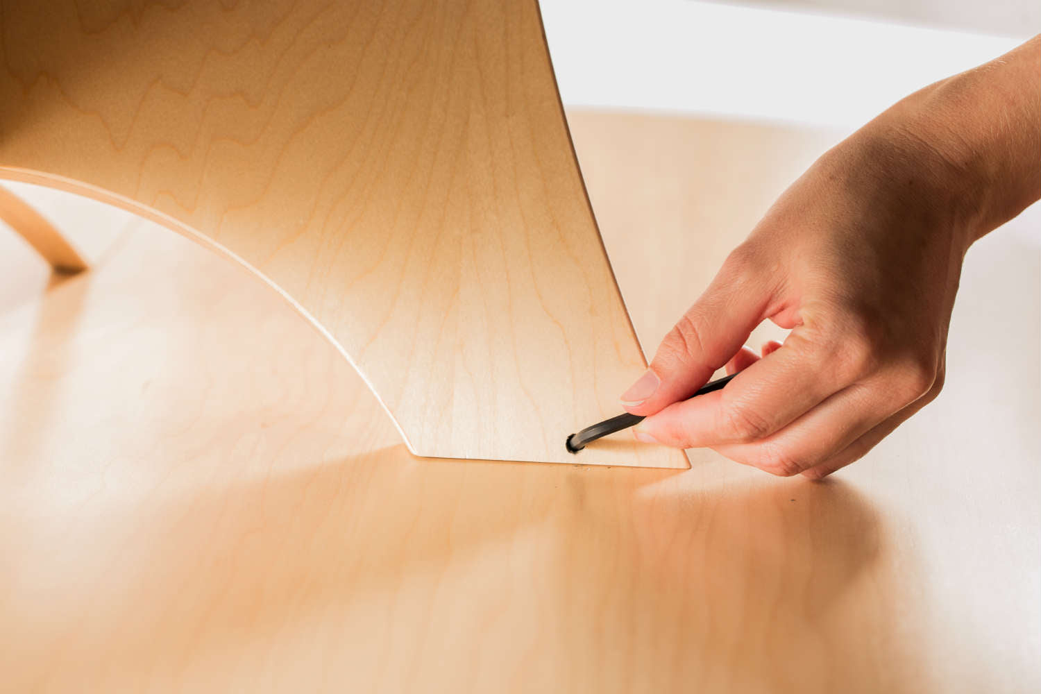 Assembling Simbly Furniture without Nails or Screws