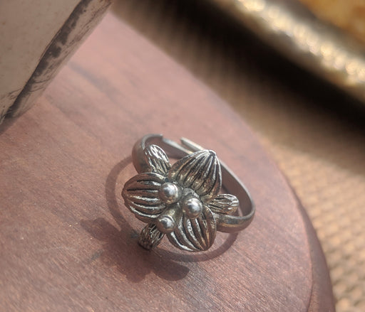 Silver flower ring, adjustable
