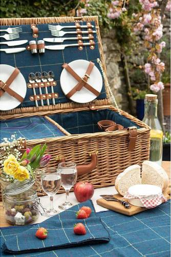 Premium Quality Picnic Hampers for Stylish Outdoor Events
