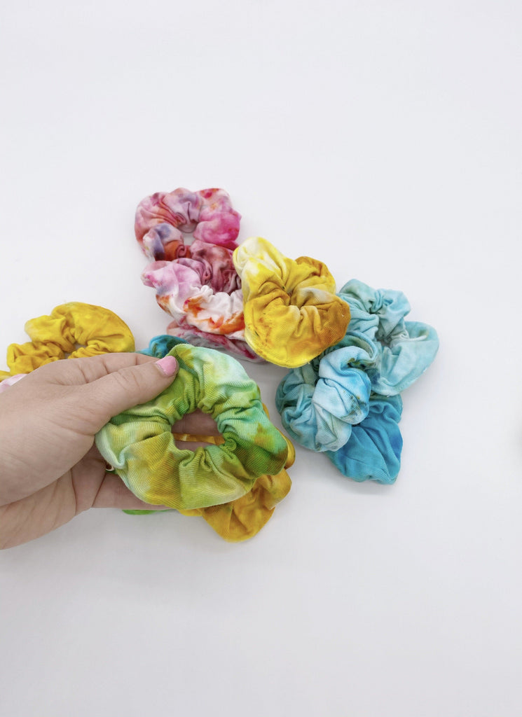 Smol Scrunch - dyed scrunchies Ravel & Unravel