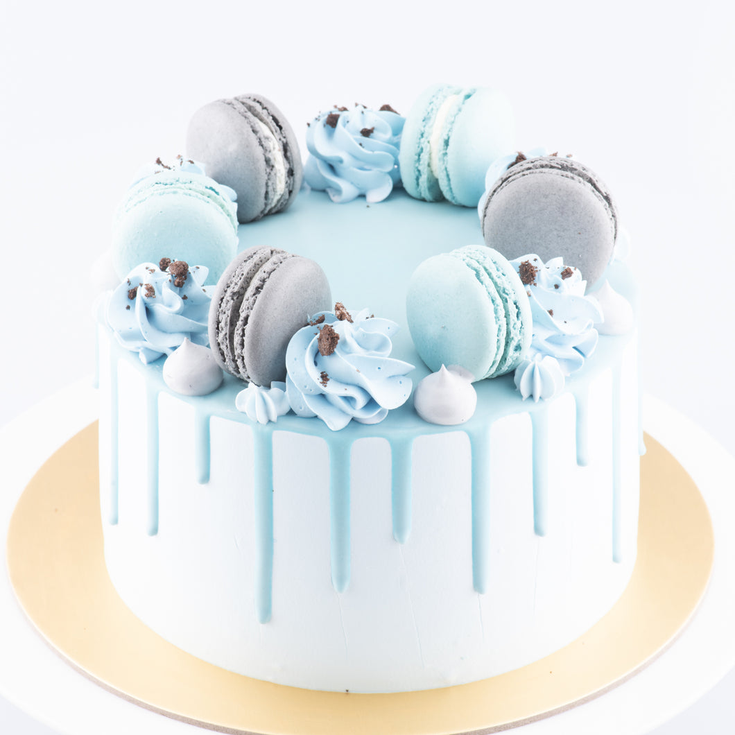 Sales! Cookies & Cream Cake Upsize (Including  6 pcs macarons)| $59.90 nett only