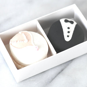 Wedding Bride & Groom Character Macarons (2pcs) | Gift Box with Transparent Sleeve