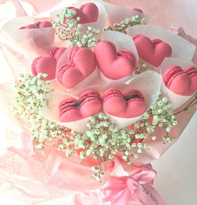 Macarons Bouquet Flowers (10pcs Heartshaped) with Fresh Flower and Ribbon + 10pcs Box