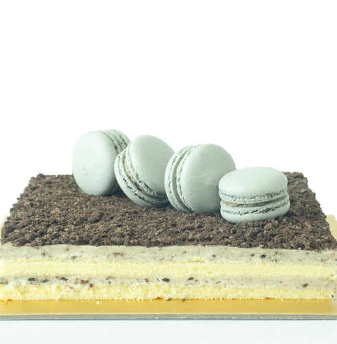 Oreo Cookies and Cream Cake  (800g for 10-12pax) + Free 4pcs Macarons | Free Birthday Topper + Knife + 1xCandle |  Limited Qty 1st 100 | Code: SGCare50 [50% OFF] $29.90 Only