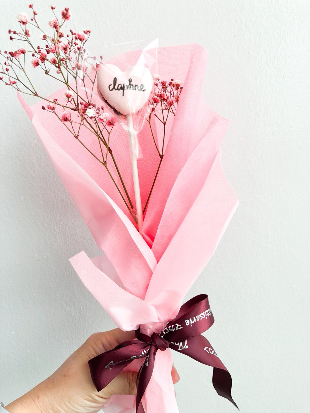 Heart-shape 1 Flower Stalk Macaronwith with Fresh Flower in a Gift Box and Ribbon