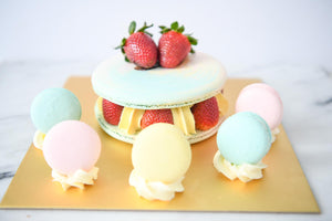 Gian Macaron Cake w.5pcs Macarons (Customized Wordings)