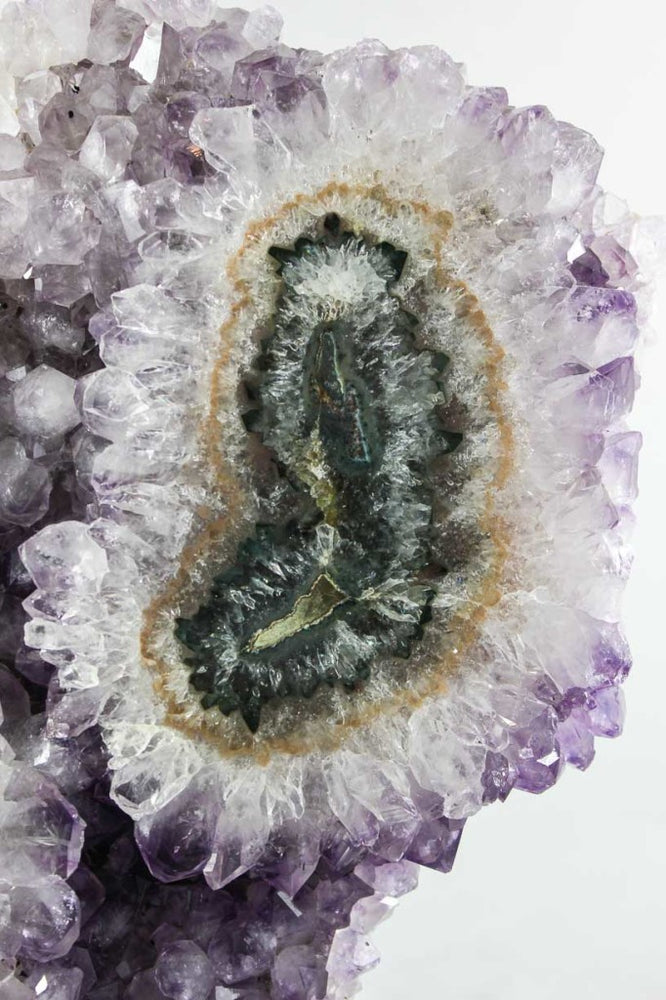 Amethyst w/ Eye & Crevice