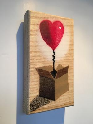 heart ballon box stencil banksy art