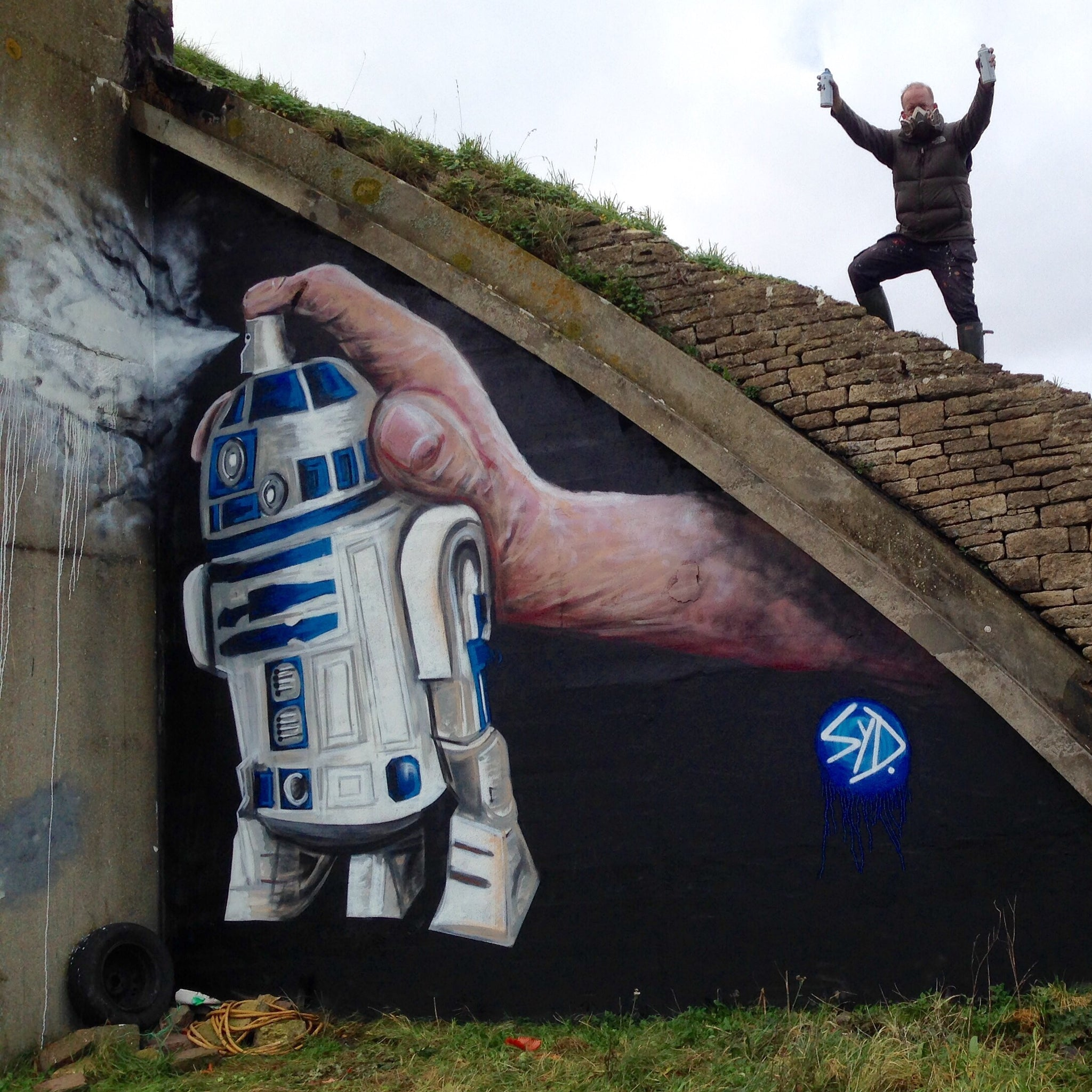Composite Image Of Stencil Graffiti >> R2 D2 Spray Can Stencil Picture Star Wars Graffiti Art Painting R2d2