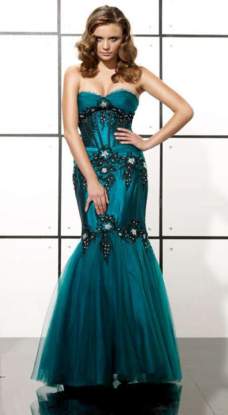 D1078 - Red Carpet Gown