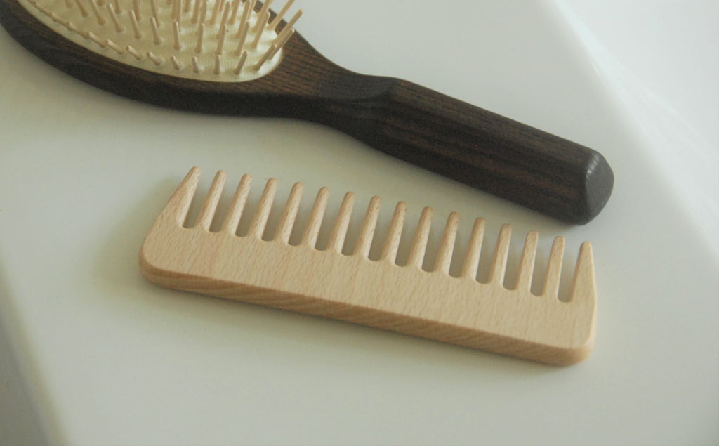 Simple Wide Tooth Wooden Comb - Heaven in Earth