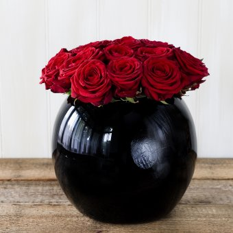 Grand prix roses in a black goldfish bowl vase