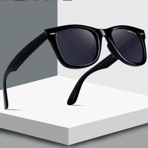 Wide-rimmed square sunglasses