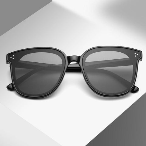 Sunglasses with photochromic lenses
