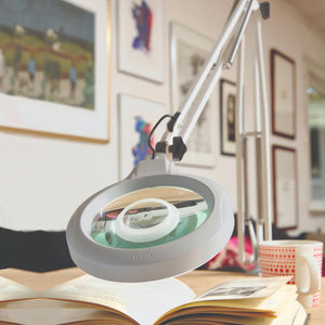 stays accessory lens on magnifying lamp