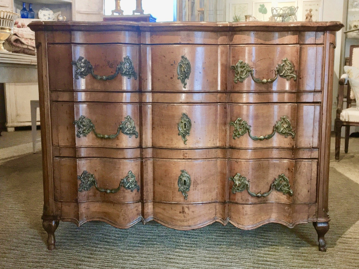 Louis XV Provincial Walnut Commode - 18th Century - Arbalète - Helen Storey Antiques