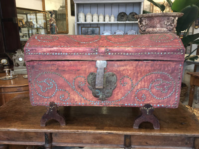 French Provincial Dowry Chest, Toile de Jouy Lined, early 19th C - late 18th C. - Helen Storey Antiques